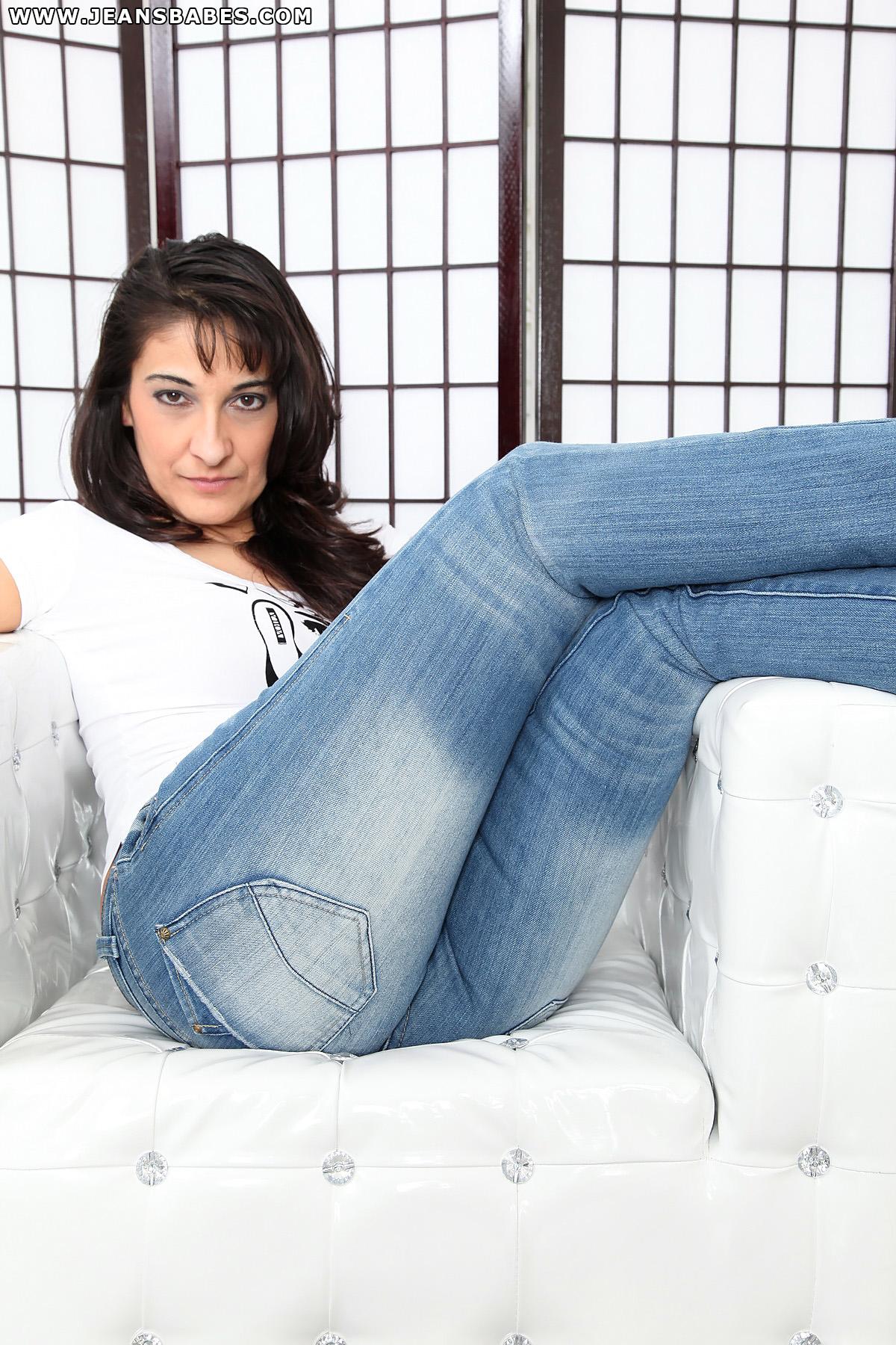 Hot milfs in jeans